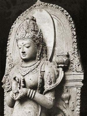 Arca Prajnaparamita yang dianggap mewakili kecantikan Ken Dedes